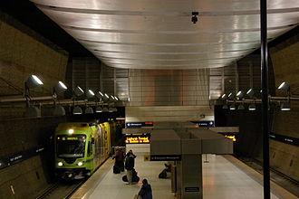 Terminal 1–Lindbergh station - Image: Lightrail under airport