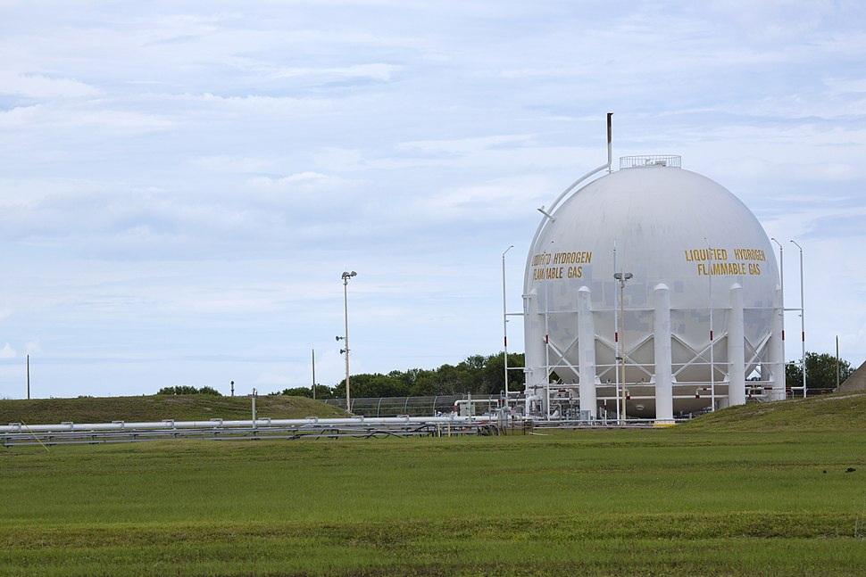 Liquid hydrogen storage tank at Launch Pad 39B