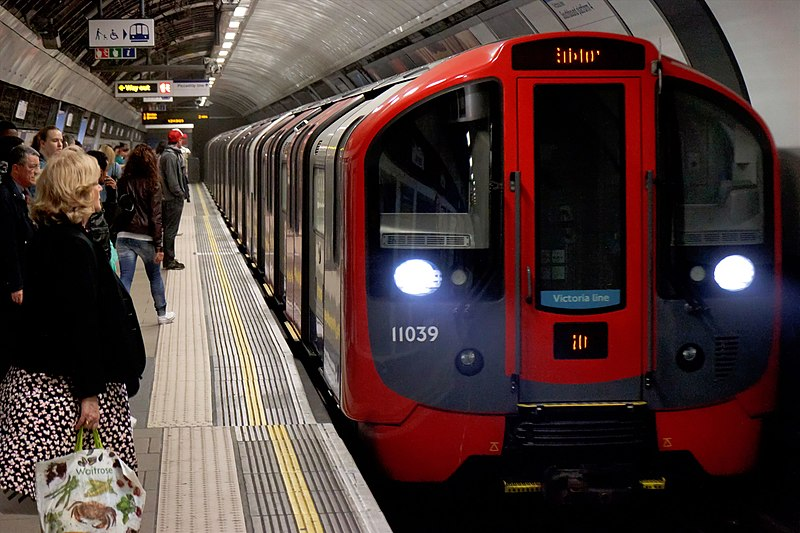 File:London Underground 2009 Stock front.jpg