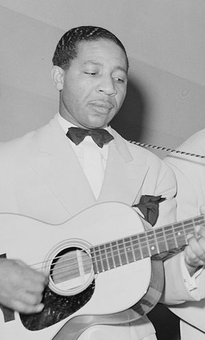 Lonnie Johnson (musician) - Johnson in Chicago, 1941