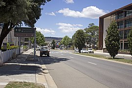 Looking north-east up the Kings Highway in Queanbeyan.jpg