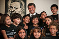 """Los """"Niños Incómodos"""" visitan la casa de campaña de AMLO (7444317432).jpg"""