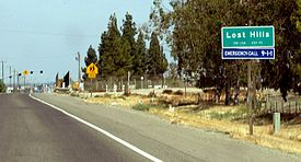 Lost Hills's town sign at its western border, seen from SR 46