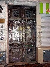 Luca Prodán puerta casa Alsina 451.JPG