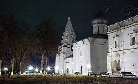 https://upload.wikimedia.org/wikipedia/commons/thumb/8/8f/M-danilov-2009-01.jpg/560px-M-danilov-2009-01.jpg