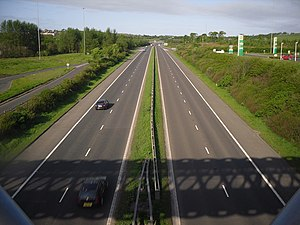 Heart of Scotland services - The M8 towards Glasgow from Harthill footbridge