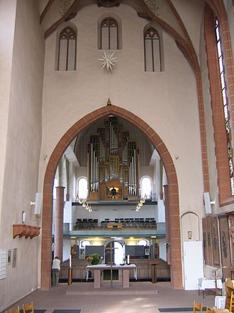 Philipp Ludwig I, Count of Hanau-Münzenberg - Choir of the St. Mary's Church in Hanau (foreground); the wall brackets which held the epitaph of Count Philipp Ludwig I before its destruction, can be seen on the left side. In the background the main nave of the church.