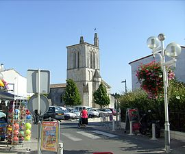 The church and surroundings in Meschers-sur-Gironde