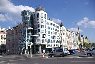 Dancing House - Image: Maisonkidance