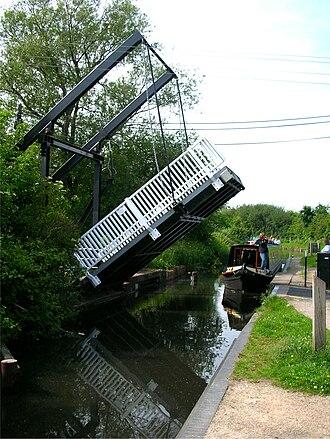 Stratford-upon-Avon Canal - The drawbridge open