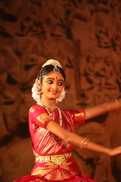 File:Mamallapuram, Indian Dance Festival (6784263693).jpg
