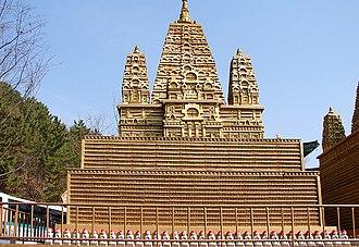 Lantern tower - Image: Manbulsa Great Lantern Tower 11 10133