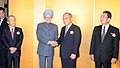 Manmohan Singh being welcomed by the Chairman, Nippon Keidanren, Mr. Mitarai and the Honorary Chairman, Japan Chamber of Commerce and Industry, Mr. Yamaguchi at the luncheon meeting with the Indo-Japan Business Leaders Forum.jpg