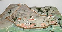 قلعة بني حمادة / الجزائر 220px-Maquette_de_Kalaa_de_Beni_Hammad