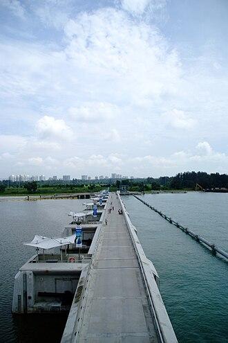 Marina Barrage - Image: Marina Barrage Bridge