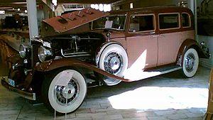 Marmon Motor Car Company - Marmon Series 16 4-door sedan 1933
