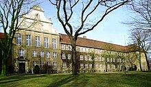 Schule in Eisleben (Quelle: Wikimedia)
