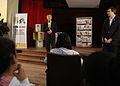 Mauricio Macri entregó diplomas a los alumnos que publicaron una primera antología de cuentos y poemas (7310839862).jpg
