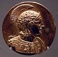 Medaglioni aurei romani da tesoro di aboukir, inv. 2431 busto corazzato di alessandro con scudo ed elmo attico.jpg