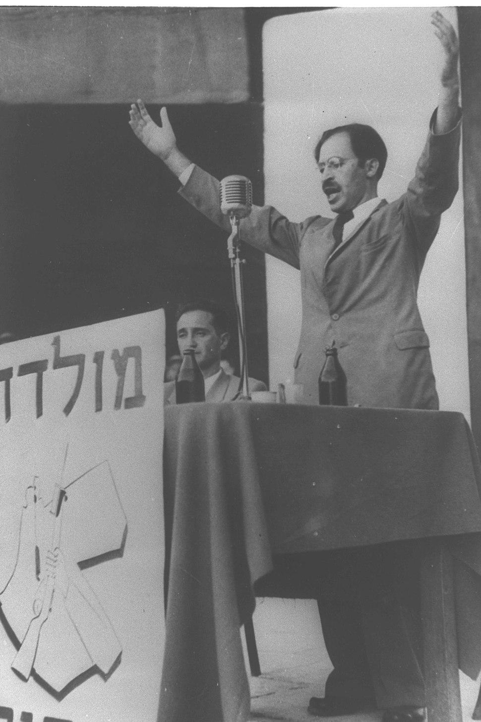 Menachem Begin při projevu v srpnu 1948