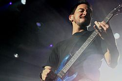 Mike Shinoda in concerto con i Linkin Park nel 2008