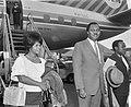 Minister van Transport en Luchtvaart van Nigeria Njuku met secretaresse op Schip, Bestanddeelnr 915-2943.jpg