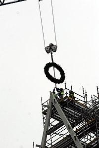 Ministru prezidents Valdis Dombrovskis piedalās LNB jaunās ēkas spāru svētkos (5683705288).jpg