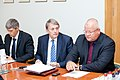 Ministru prezidents Valdis Dombrovskis tiekas ar Latvijas Lielo pilsētu asociācijas pārstāvjiem (8076313778).jpg