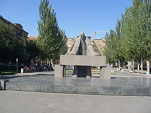 Alexander Tamanian - Statue of Alexander Tamanian at the steps of the Yerevan Cascade