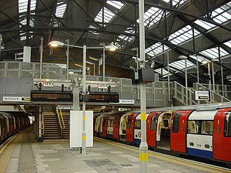 Morden tube station - Image: Morden tube station 3
