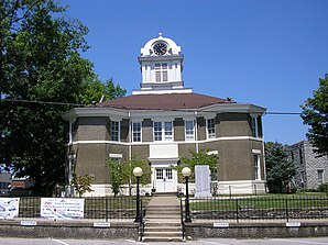 Morgan County Courthouse in West Liberty, gelistet im NRHP Nr. 76000929[1]