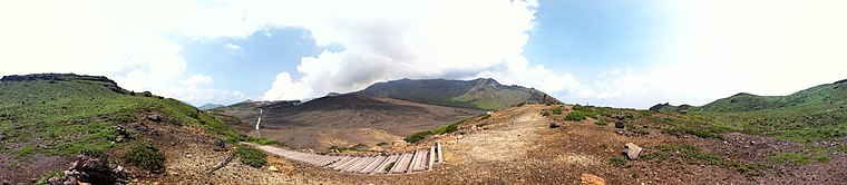 760px-MountAso-SunaSenriGaHama.jpg