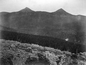 Mount Doane - Image: Mounts Doane Stevenson YNP1871