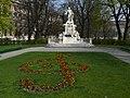 Mozartdenkmal z02.JPG