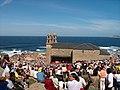 Muxía 20040912 Santuario da Virxe da Barca 12 Xente no exterior o día da romaría (3861746232).jpg
