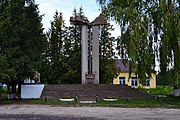Mylianovychi Turiiskyi Volynska-monument to the countryman-general view.jpg