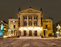 Nationaltheatret Oslo Front at Night.jpg