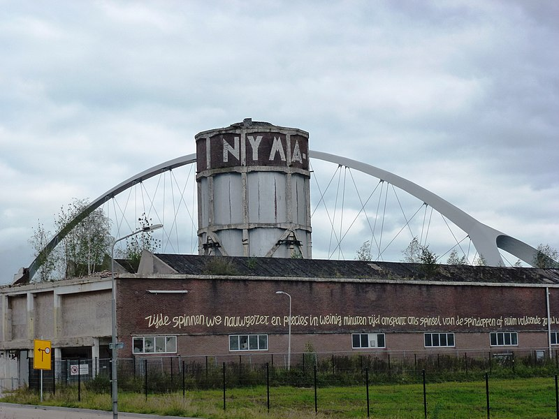 Bestand:Nijmegen NYMA-watertoren en brug De Oversteek (02).JPG