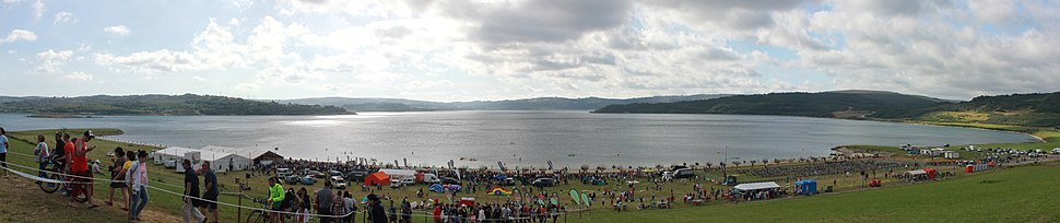 Vista do lago en xaneiro de 2014 durante a realización dun Ironman