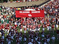 The Oklahoma Sooners football team enters the ...