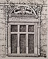 Okno z tympanonem.jpg