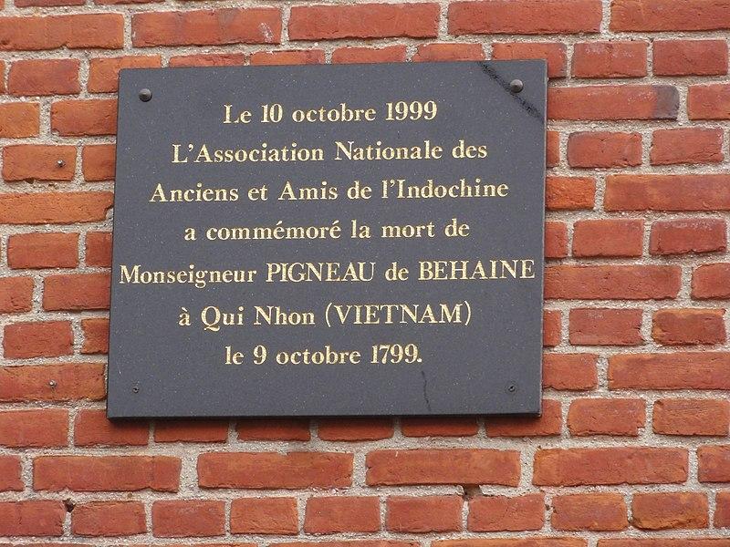 Origny-en-Thiérache (Aisne) maison natale de Mgr Behaine, plaque 2