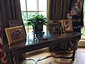 Oval Office at Bush Presidential Library (27051959326).jpg