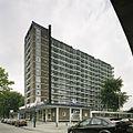 Overzicht met de ernaast gelegen winkels - Rotterdam - 20389429 - RCE.jpg