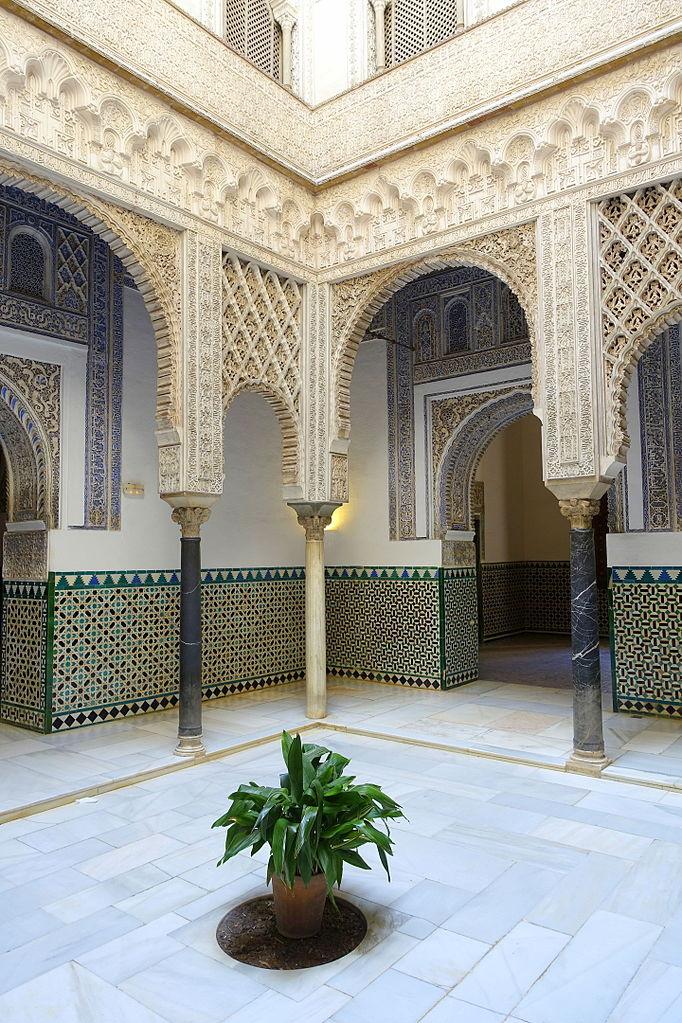 File:Pátio de las Muñecas, Palacio de Pedro I - Alcázar of