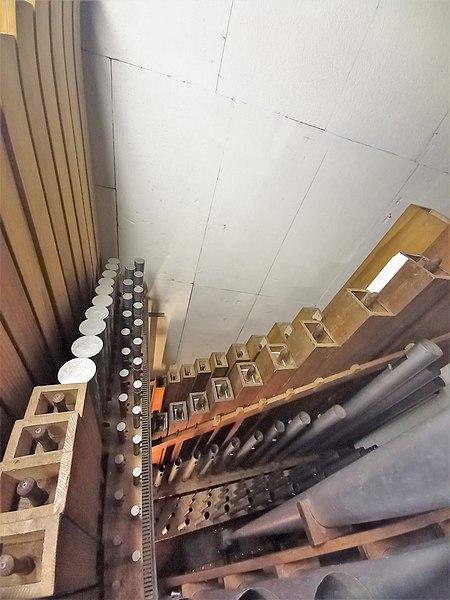 Datei:Püttlingen, Liebfrauenkirche (Haerpfer-Orgel, Pedalwerk) (5).jpg