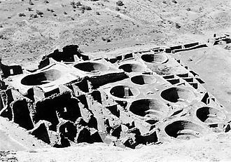 Pueblo Bonito - Kivas and square rooms in the southeast section of Pueblo Bonito, from cliff, 1929. Photo by George A. Grant