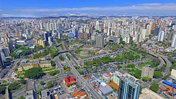 Aerial view of Santo André's downtown, highlighting City Hall Plaza at the photo centerpiece.