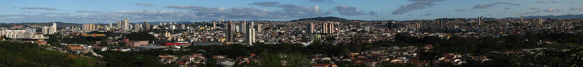 Vista panorâmica de Mogi das Cruzes a partir da Serra do Itapety.