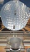 Parabole de cuisson solaire Scheffler coccion solar cooking.jpg